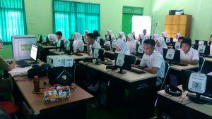 Siswa/i SMK Negeri 1 Metro melaksanakan simulasi pertama UNBK 2017
